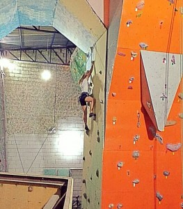 Escaladoras no escaladoras-ginásio Mantiqueira Escalada Taubaté1