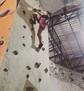 Escaladoras no escaladoras-ginásio Mantiqueira Escalada, em Taubaté2